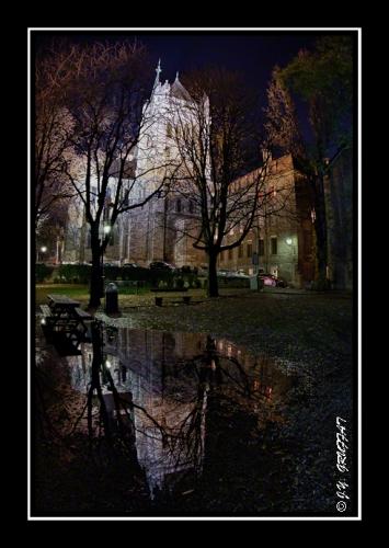 La cathédrale Saint-Pierre au coeur de la nuit