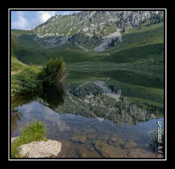 Reflet de la Pointe d\'Arvouin dans le lac d\'Arvouin