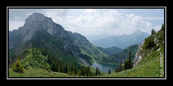Vue sur le Linleu, le lac d\'Arvouin et le Mont de Grange
