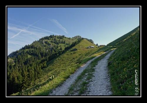 Les chalets du Pertuis, la Montagne des Boeufs et la Grande Pointe des Journées