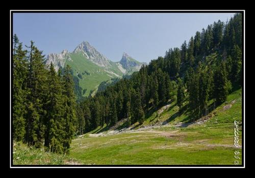 La Dent d'Oche et le Chateau d'Oche depuis le sommet des pistes de Bernex