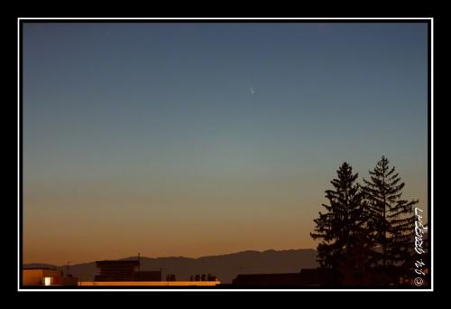 Comète C/2011 L4 Panstarrs dans les lueurs du crépuscule